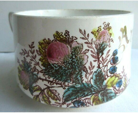 Grande tasse à chocolat de saint amand, amitie en doré entre un décor de roses