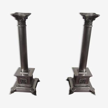 Paire de bougeoirs en métal