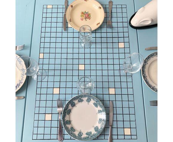Table motif carrelage peint à la main