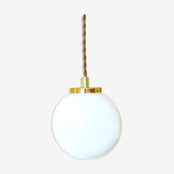 Suspension avec globe en opaline blanche vintage