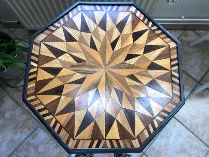 Guéridon marqueté octogonal