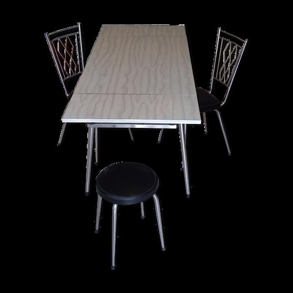 Table formica, 2 chaises et 1 tabouret vintage