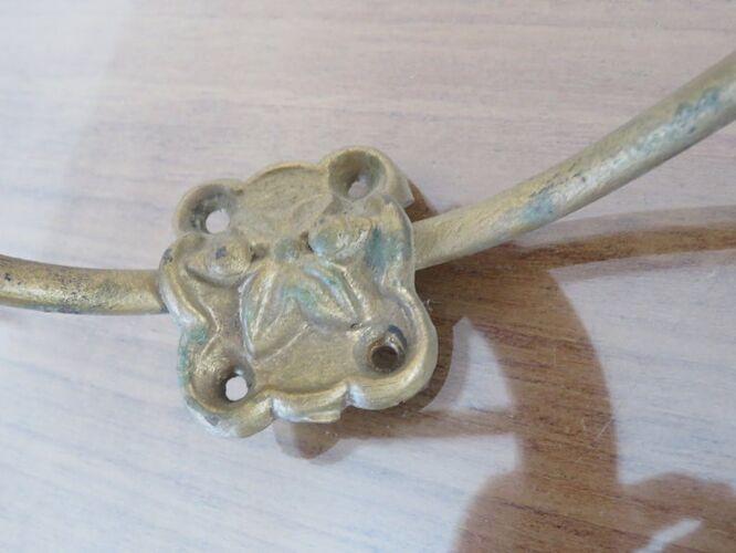 Série de 3 patères en bois et métal, bistrot, années 30/40
