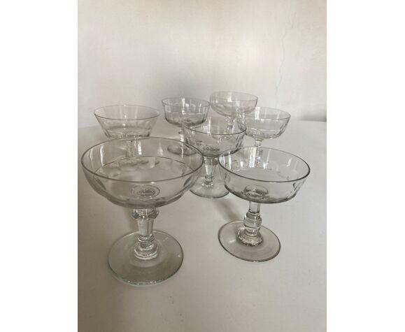 Set 7 coupes à champagne assorties à pans coupés cotes plates 19e