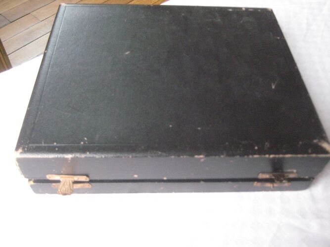 Christofle douze grands couvert modèle rubans