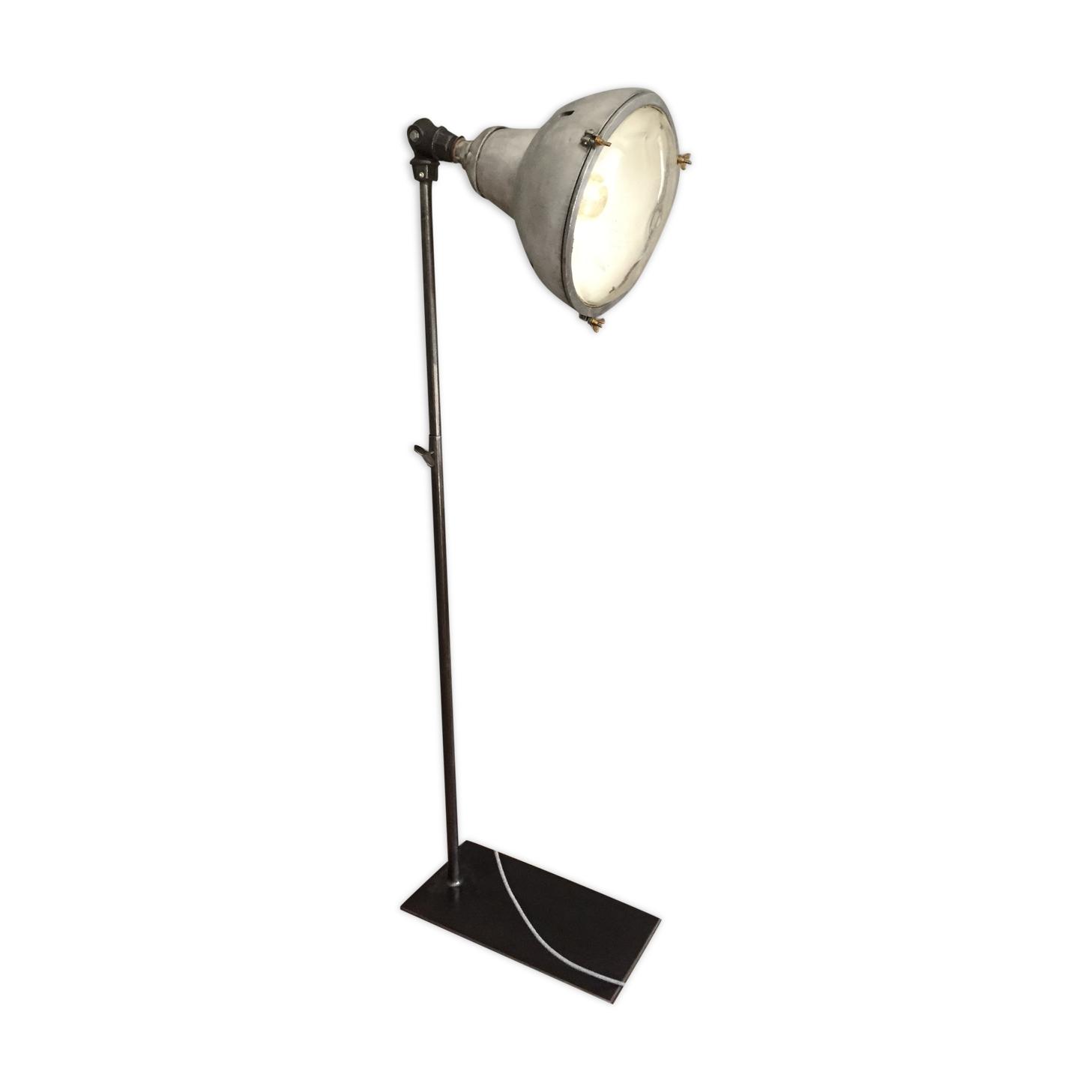 Lampadaire projecteur industriel Acelec