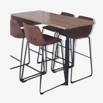 Bar table with its 4 chairs