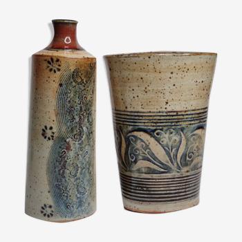 Ensemble vase et flacon en grès émaillé aux décors indigo
