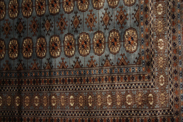 Tapis traditionnel en laine bleue fabriqué à la main - 124x180cm