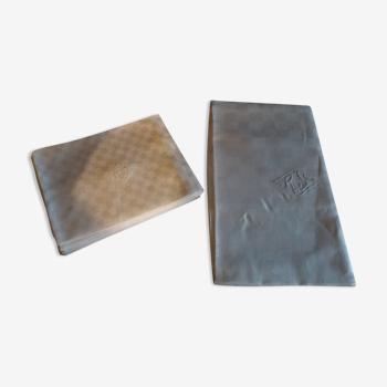 Linge de table lin damassé monogramme dix serviettes nappe 200 X 210 cm