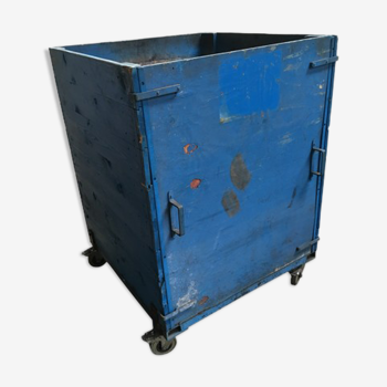 Caisse d'atelier en bois patine bleue roulant