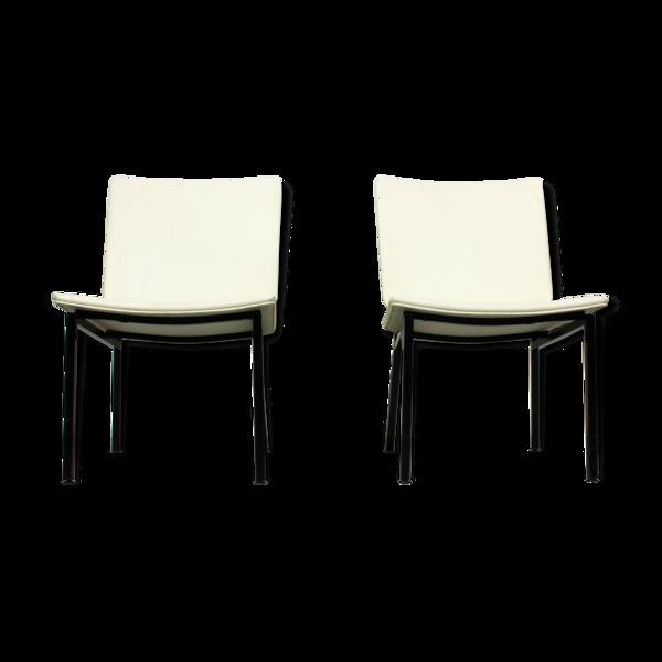 Ensemble de 2 chaises industrielles minimalistes de cadre de tube de métal noir, des années 60