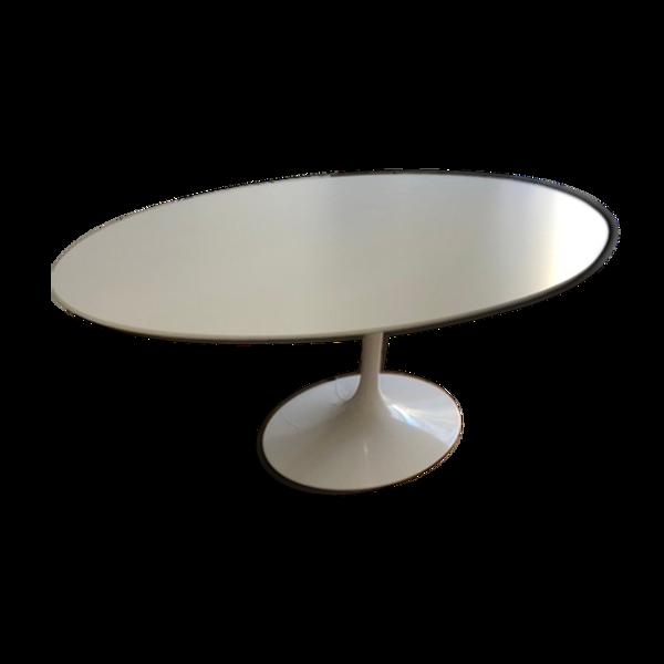 Table ovale par Eero Saarinen pour Knoll