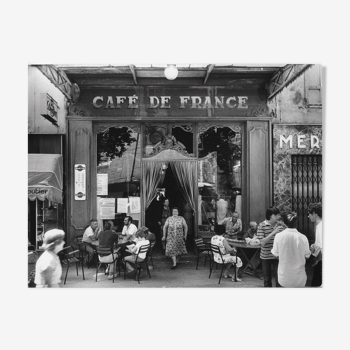 "Photo ""Le café de France à L'Isle-sur-la-Sorgue"" 1979   /  Hommage à Willy RONIS   /  15 x 20"