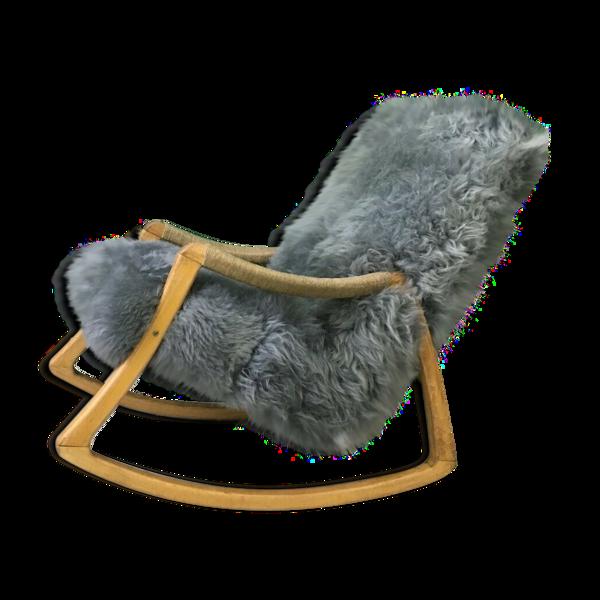 Rocking chair en bois courbé et peau de mouton de TON, années 1960