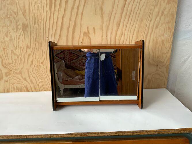 Armoire de poupée vintage