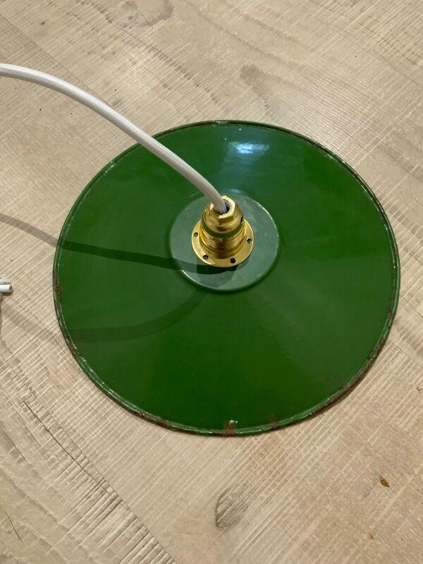 Paire de suspensions en tôle émaillée verte et blanche