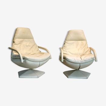 Paire de fauteuils cuir pivotants sur pied pentagonal