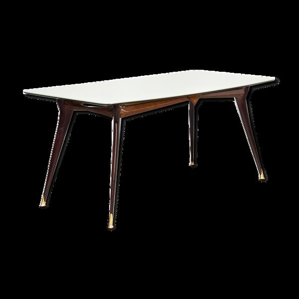 Table à manger en laiton avec dessus de table en verre coloré