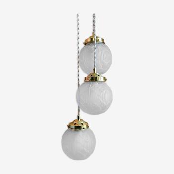 Suspension cascade trois feux globes vintage art déco en verre dépoli
