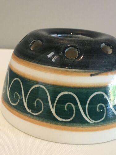Vase pique fleurs «Priory Pottery Jersey»