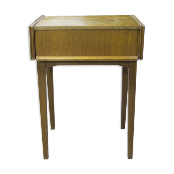 Folding side table to 1967