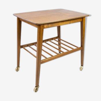 Table d'appoint avec étagère et sur roues, en teck de design danois des années 1960.