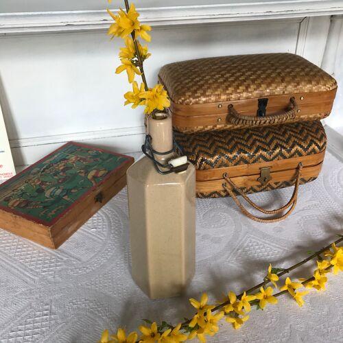 Bouteille en grès ancienne