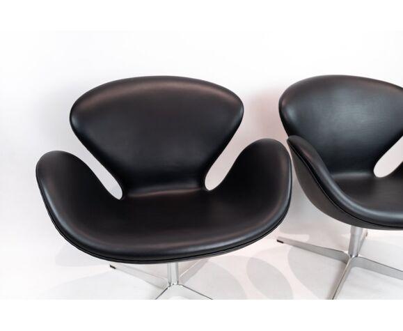 Paire de fauetuils Swan, modèle 3320, conçue par Arne Jacobsen en 1958