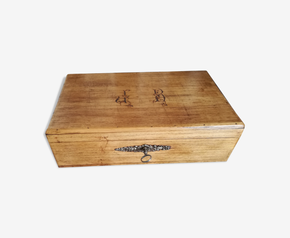 Boîte en bois ciré initiales j b