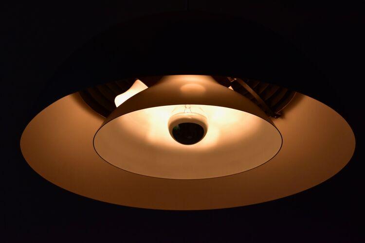 Suspension Arne Jacobsen AJ Royal Suspension par Louis Poulsen, Danemark