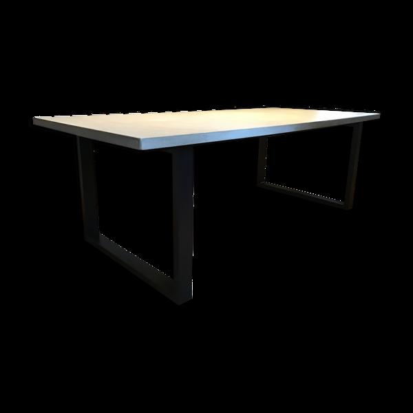 Table de salle à manger en béton ciré