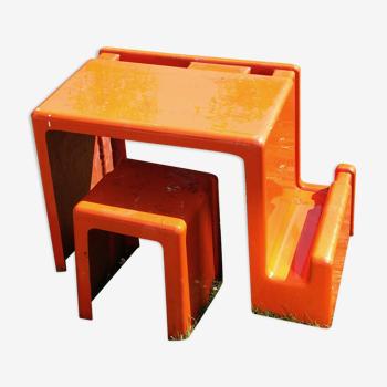 Bureau enfant en fibre de verre italien des années 70