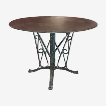 Table en fer forgé riveté 1900 patine brutaliste intérieur, extérieur