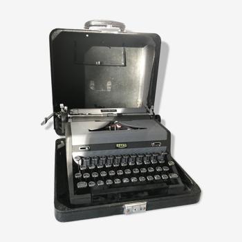 Royal typewriter, circa 1940