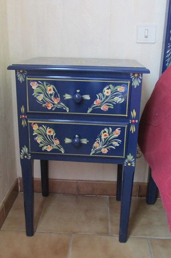 Paire de chevets en bois laquée bleue fleurie