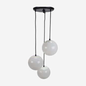Suspension avec 3 boules blanches, années 1970