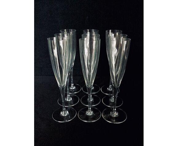 Série de 9 flûtes en cristal de Baccarat modèle Dom perignon