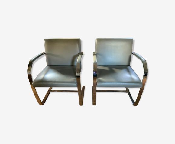 Paire de chaises de Mies Van Der Rohe éditées par Knoll studio