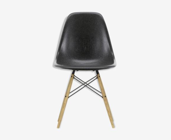 Vitra - Eames Fiberglass Chair DSW Eames Elephant Hide Grey - Charles & Ray Eames, 1950