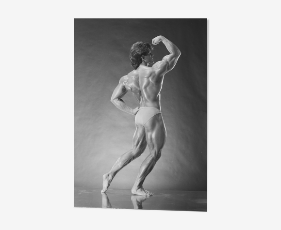 Photo vintage culturisme en studio tirage récent format 30x45cm