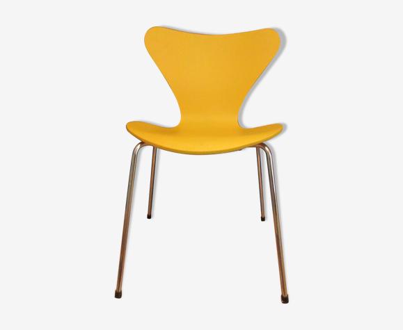 Chaise fourmi jaune de Jacobsen édition Fritz Hansen