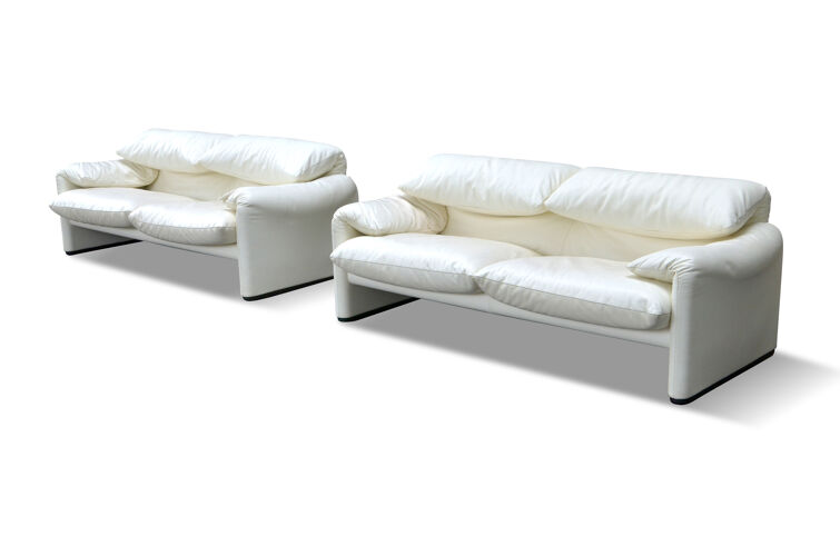 """Pair of leather sofas """"Maralunga"""" by Vico Magistretti for Cassina"""