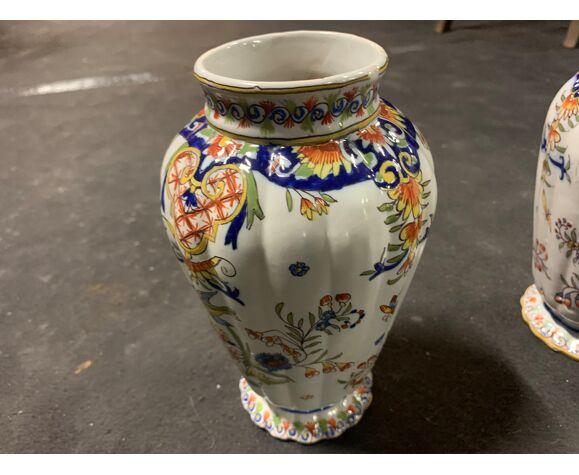 Paire de vases en porcelaine de Rouen