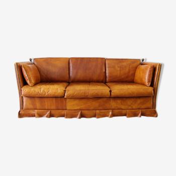 Canapé 3 places en cuir avec ses pommes de pin en laiton