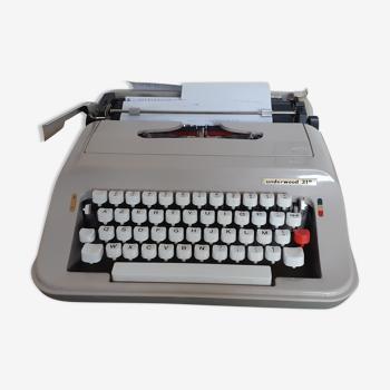 Underwood 319 typewriter, functional