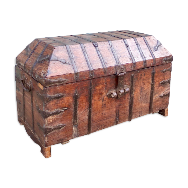 Coffre antique de marchands liés de fer