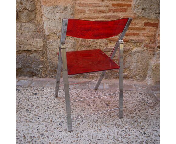 Chaise pliante en plexiglas rouge