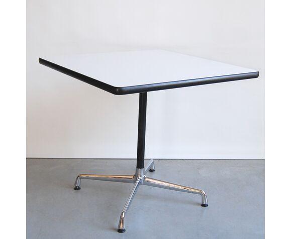 Table à manger Contract Quadra de Charles et Ray Eames pour Vitra