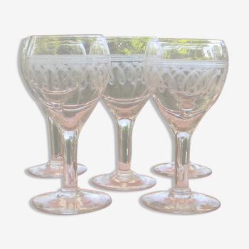 Lot de 5 verres anciens en verre frise gravée